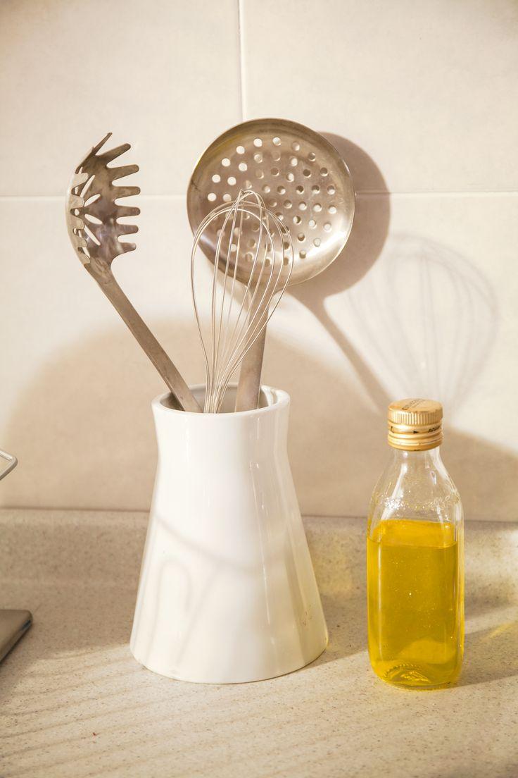 Recuerda tener al alcance los utensilios de cocina, puedes usar accesorios para su acomodo.