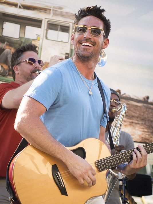 Jake Owen brings beach, hits to Ascend Amphitheater