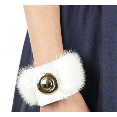 Mink & Leather Bracelet in Pearl with Round Closure.