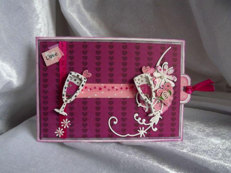 Et oui la saison des mariages va bientôt commencer et les commandes arrivent..... Je vous montre un modèle que j'ai trouvé dans le dernier numéro du magazine : cartes 3D Ça change un peu des cartes classiques.... on tire sur la languette et les 2 verres...