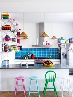 Bright And Cute Accessories Make This Kitchen Come To Life Colorfulkitchens Happy Designcolorful