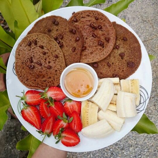 Yummylicious VEGAN pancakes. Teff is naturally gluten free and full of iron, protein, fibre, calcium and so much more. Sydney's weather has been marv these couple of days. Pancake weather -and then again, I can eat pancakes all day everyday. @plantbasedkrystal thank you for this whip up ☺☺ #teff #Lydiateff #plantbasedkrystal #veganfoodshare #vegan #lowfodmapdiet #sydney #fibre #superfood #quinoa