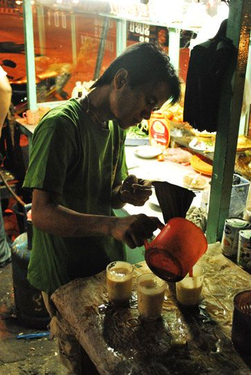 Teh Telur Tea With Egg. Indonesia Drink | The Travel Tart Blog