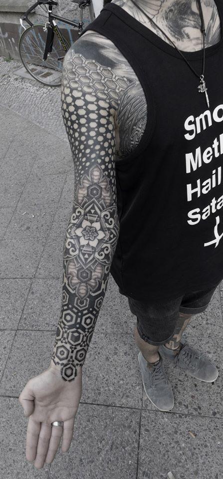 Kenji Alucky's geometric stippled tattoos PERFECT !