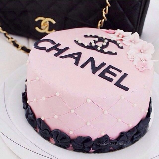 Birthday Cake Pictures Chanel : 25+ best ideas about Chanel Birthday Cake on Pinterest ...