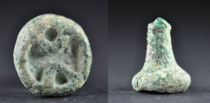 Bactrian bronze stamp seal with geometric decoration, 2nd millenium B.C. Bactrian bronze stamp seal with handle, 2 cm high, 7.4 gr weight. Private collection