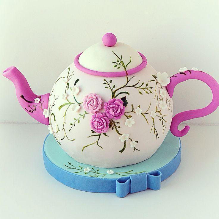 Следующее фото показывает линию, где был первоначальный срез верхней части чайника.