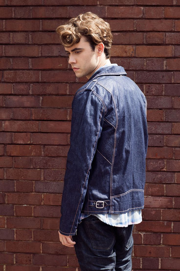jamie blackley, im so obsessed with him he's so cute and funny and he likes the same bands as me ahhhh.