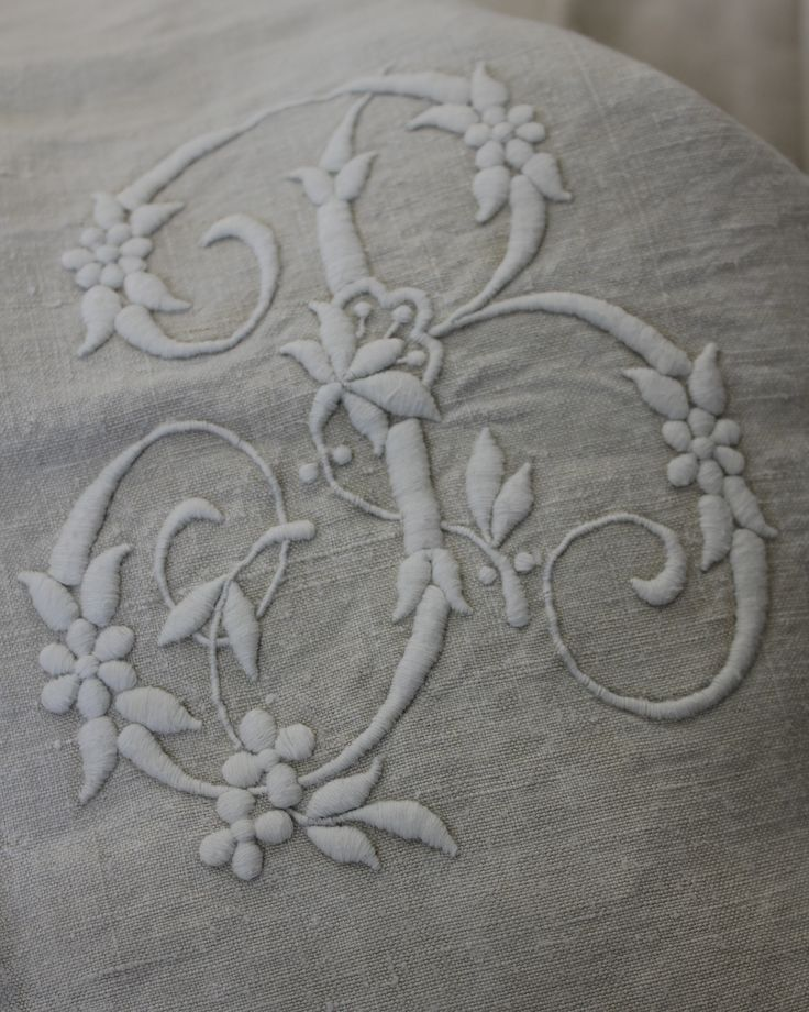 Detail - Vintage French embroidered linen