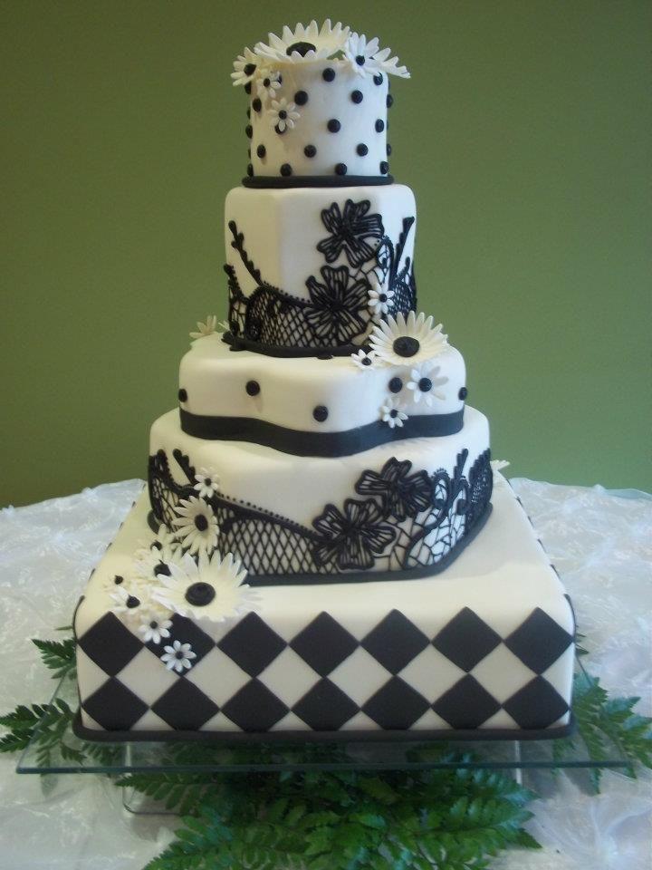Wedding Cake With Hourglass Teir