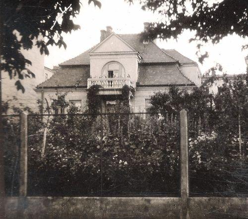 Willa doktora Bronisława Sitkowskiego, rentgenologa, zbudowana w 1928 r. przy ulicy Ogrodowa 11 (obecnie 15a) źródło; Śmigły