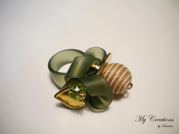 caoutcouc ring (golden heart and beads)