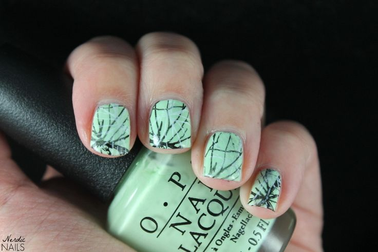 Nerdic Nails. Light green lines stamping.