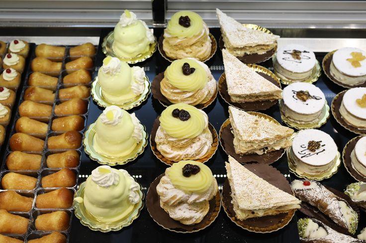 Iniziamo la settimana regalandoci un momento di dolcezza #lunedì #iniziosettimana #dolci #pausa #caffè #colazione #sweet #pasticcini #alba