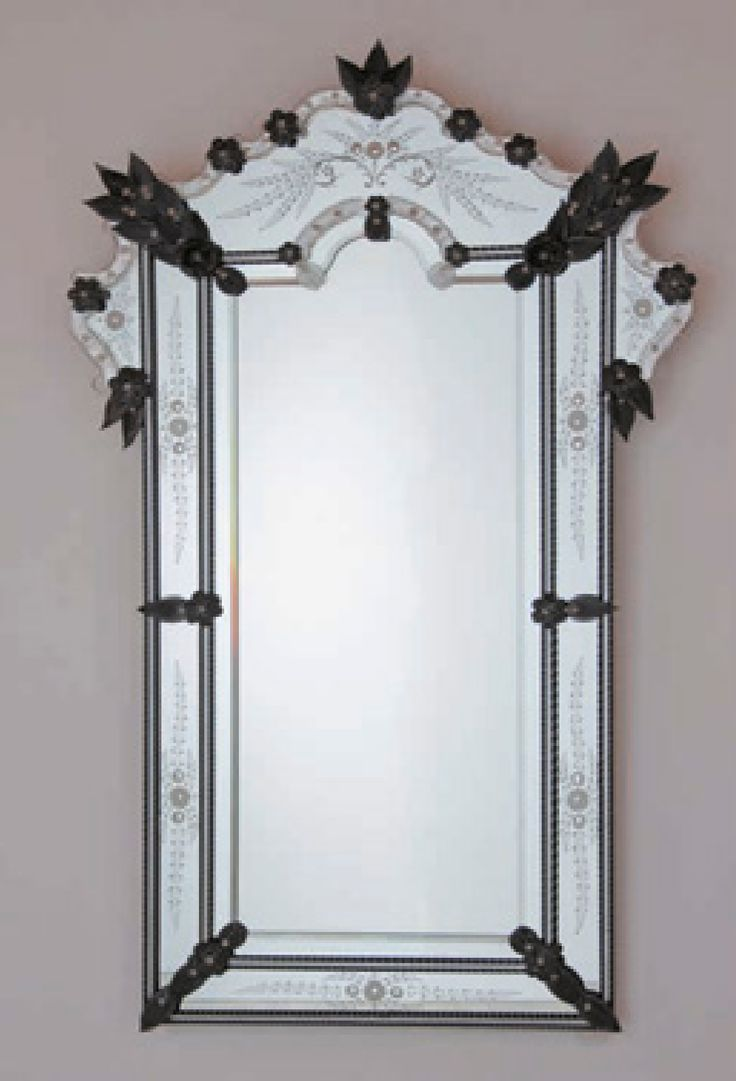 Borbona handcrafted mirror worked exclusively by hand by expert Murano  masters. The curls, flowers