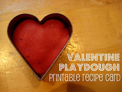 Printable recipe card for this great Valentine playdough and fun ideas for some sensory role play