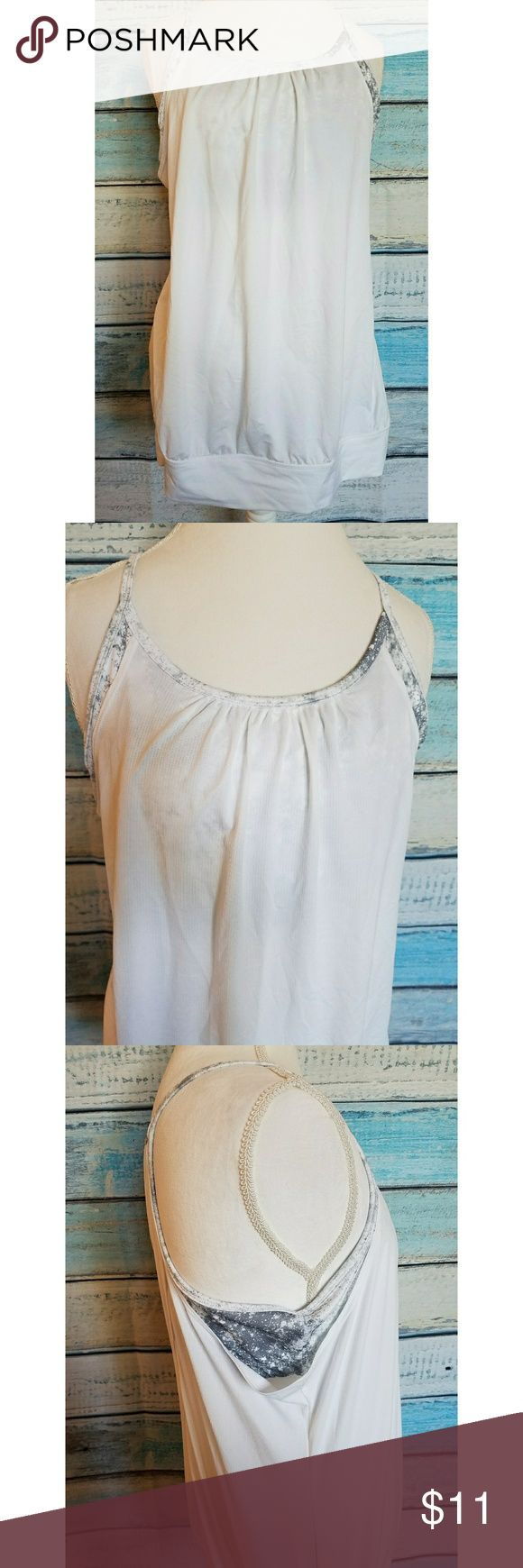 Old Navy Active White Strappy Tank Top Old Navy Active tank top in size XL. Built in bra with gray and white pattern. Back has opening to show sports bra and breathe! EUC! Old Navy Tops Tank Tops