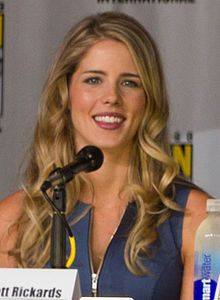 Emily Bett Rickards at the 2013 Comic-Con (cropped).jpg
