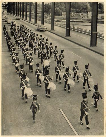 Band van de Petrus Canisius school. op de Waalburg