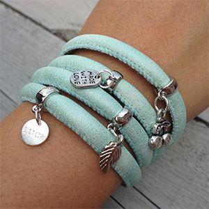 Leren armband die je 4 keer om je pols kunt doen met 4 bedels naar keuze