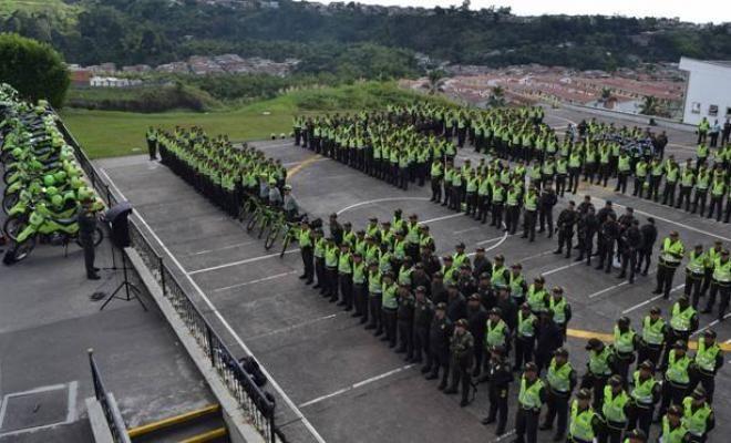 preparados para garantizar la seguridad en la jornada electoral - Categoria: Actualidad  ND: 1,600 agentes de policAa se encargarAn de proporcionar seguridad a los colegios electorales en el Area metropolitana. La PolicAa Nacional de todos los colombianos continAa contribuyendo a la consolidaciAn de nuestra democracia, garantizando la tranquilidad, la convivencia y la seguridad durante las elecciones para elegir representantes en el Senado, CAmara de Representantes y consultas entre…