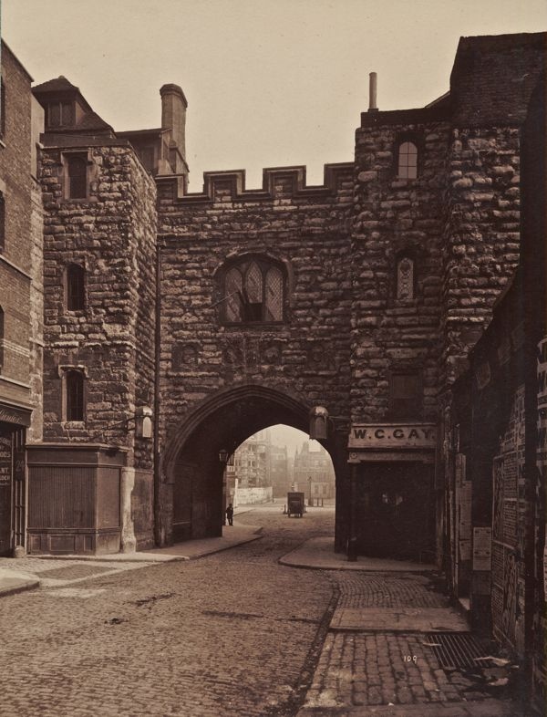 St John's Gate, Clerkenwell, London. Built in 1504 by Thomas Docwra and restored heavily in the late nineteenth century.
