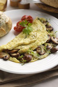 Delicious omelette ideas all under 300 calories!
