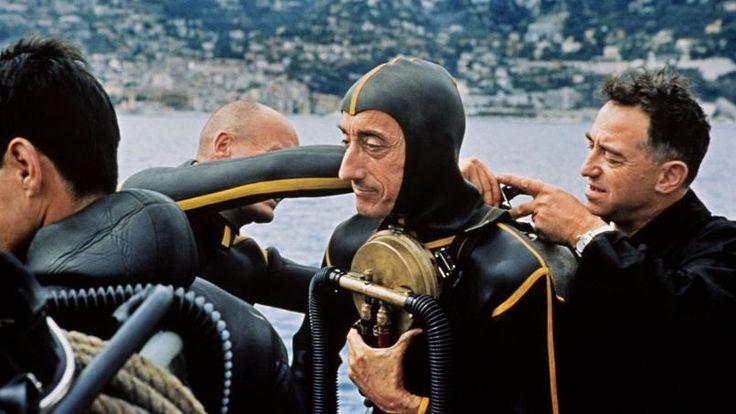Le commandant Cousteau en 1965, lors d'un test de détendeur Aqua Lung.