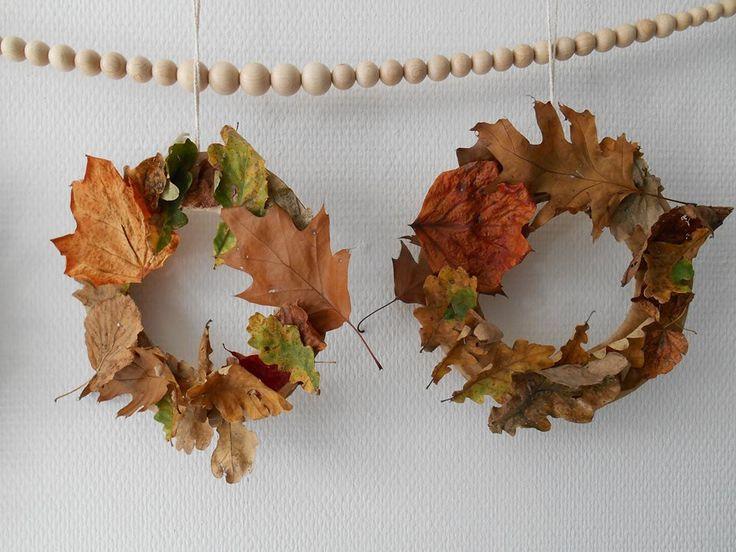 Herfstkransen gemaakt van papieren bordjes, grootste maat.