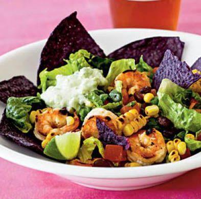 Юго-Западный салат тако с креветками и тортильей из синей кукурузы