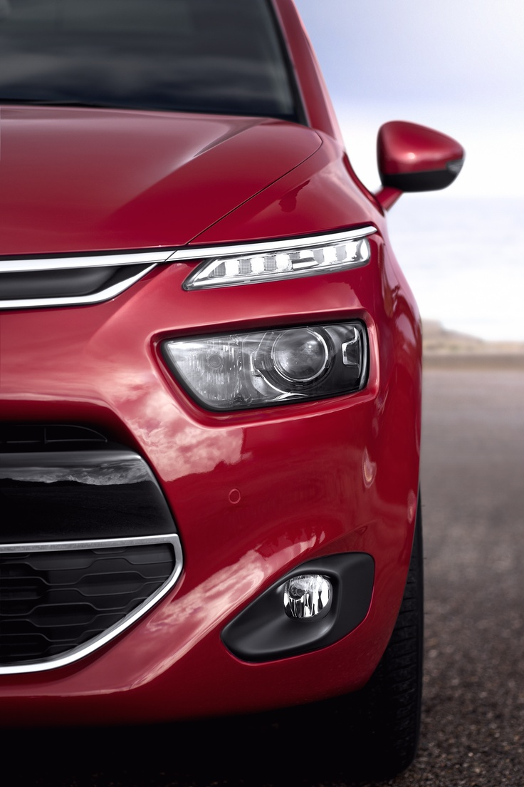 Headlights on the new Citroën C4 Picasso.