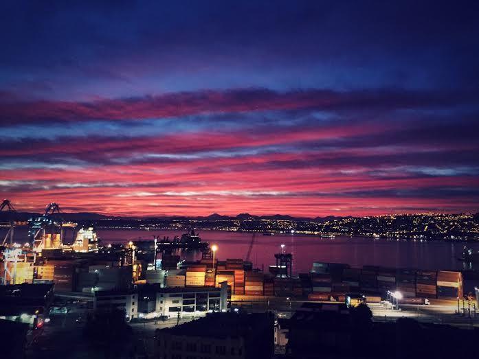 Vistas del Puerto de Valparaíso al amanecer. Cerro Arrayan