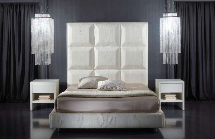 Atractive and elegant the bed of croco leather Duke in a fine composition with the cristal chandelierJohns