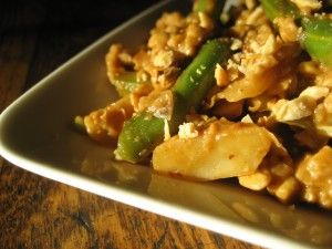 Indonesian Tempeh with Green Beans and Crushed Peanuts