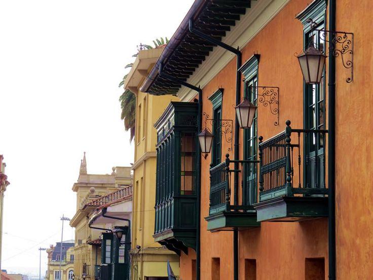 20. Arquitectura de la calle 10ma en el centro de Bogotá: http://www.tuhotelbogota.co/category/plaza-de-bolivar/