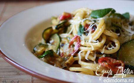 Спагетти с цукини, перцем чили и базиликом | Кулинарные рецепты от «Едим дома!»