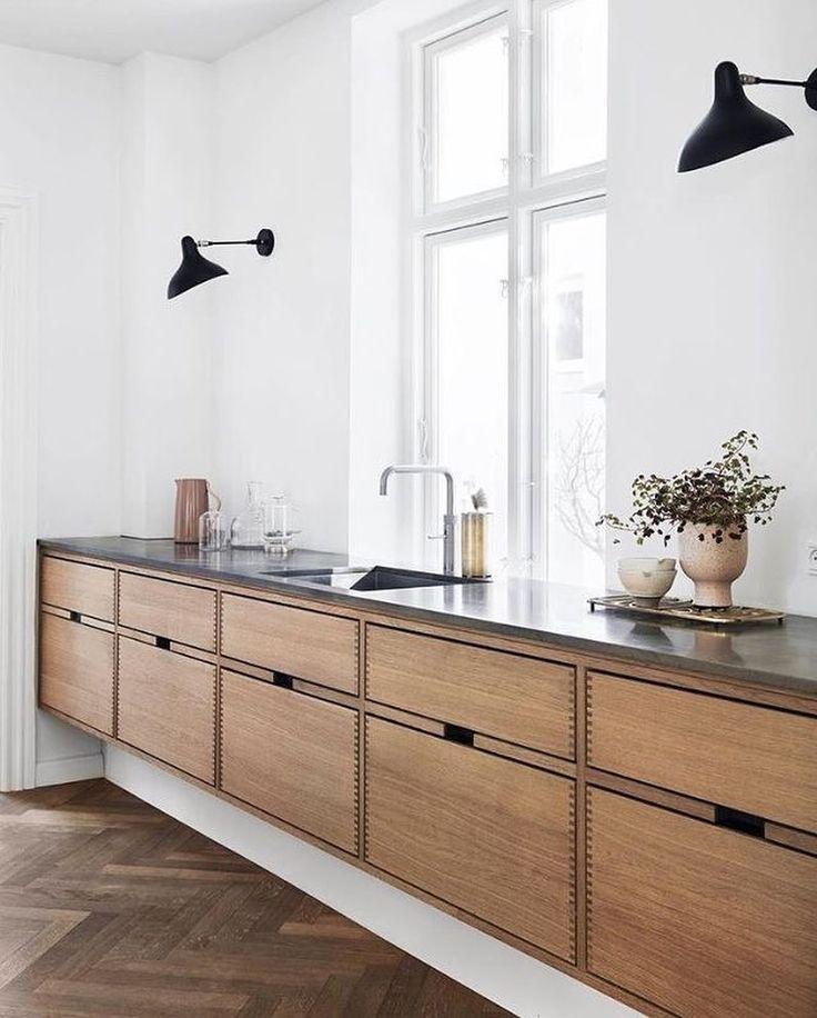Aimez toujours cette magnifique cuisine sur mesure conçue par @gardehvalsoe «Bonne nuit à tous»