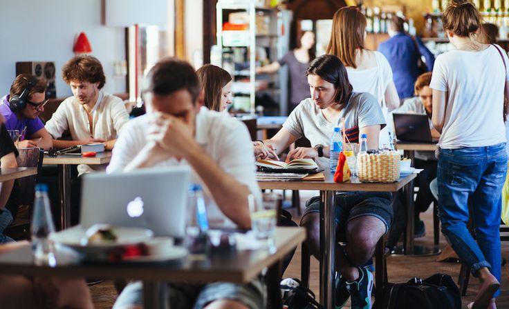 Zapraszamy twórców, którzy chcą rozpocząć karierę w przemysłach kreatywnych na III edycjębezpłatnych konsultacjiSEE&SAY. Są to15-minutowe spotkania przy stolikuekspertów z młodymi twórcami, podczas których wybrani specjaliści oglądają portfolio i udzielają informacji zwrotnej, po czym następuje zmiana rozmówców. Każdy uczestnik ma szansę rozmowy z wybranymi ekspertami, a najlepsi uzyskają wyróżnienie i możliwość promocji ich prac wśród firm …