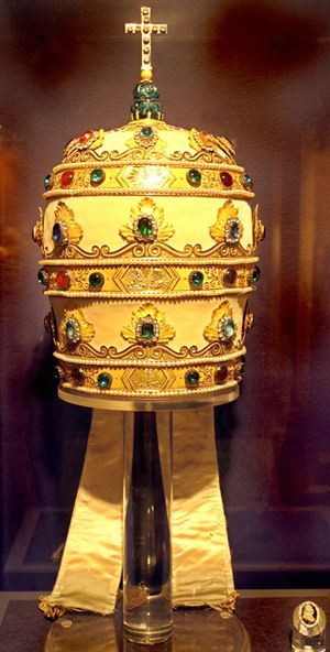 Art: 'Vatican Splendors? brings treasure trove to St. Petersburg sptimes.com Napoleon gave this papal tiara to Pope Pius VII as a peace offe...