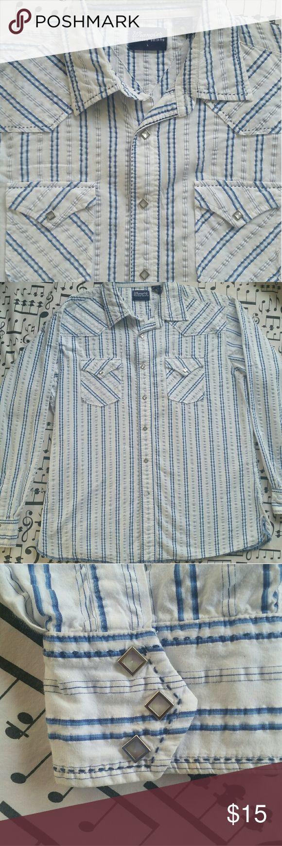 WRANGLER Men's Shirt Don't let the western tag fool you...def can be a rocker shirt This shirt + faded jeans = HOT Lightweight material perfect for Summer Cool button detail Excellent Condition  Size L Wrangler Shirts Casual Button Down Shirts