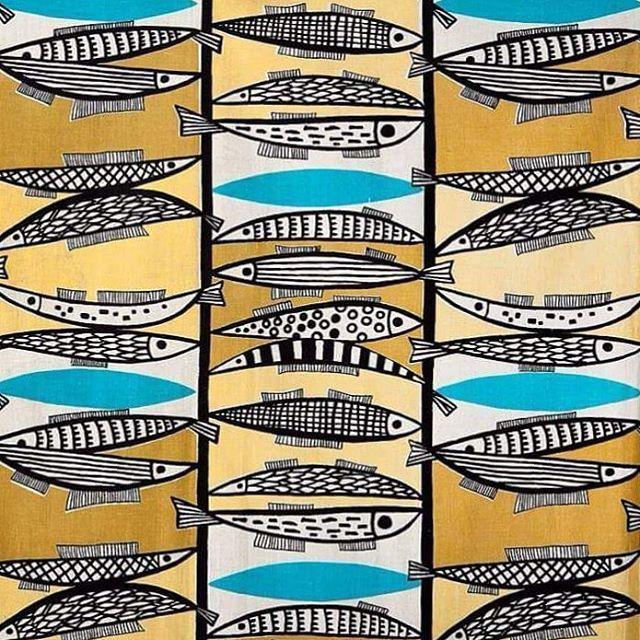 """Kolejna perełka wyłowiona z naszego archiwum na Światowy Dzień Rybołówstwa :))) ¤¤¤ Aleksandra Michalak-Lewińska (1927-), próbka tkaniny odzieżowej """"Śledzie"""", 1951-1959, druk, bawełna. ¤¤¤ #nationalmuseuminwarsaw #muzeumnarodowewwarszawie #artstagram #polishdesign #design #art #instaart #sztuka #sztukapolska #tkaniny #worldfisheriesday #dailyart #polish #polska #moda #polishart #MNW #fishwithoutchips"""