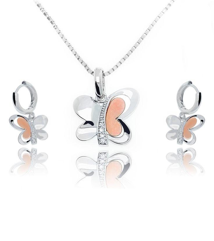 Colier si Cercei Fluturasi Diamonds http://www.borealy.ro/bijuterii/seturi/set-colier-si-cercei-flutursi-made-with-swarovski-elements.html