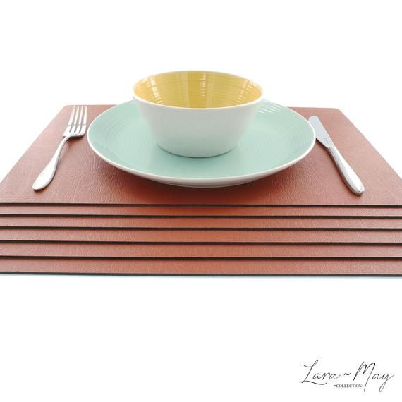 Large Leather Place Mats Sets Of 6 Saddle Brown Table Mats Made In The Uk Ideal Place Mat Gift Leatherplacemats Leath Brown Placemats Brown Table Placemats