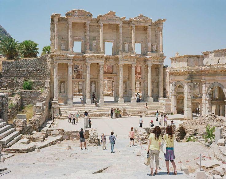 Ephesus 2008. • • • #massimovitali #photography #largeformat #camera #bancoottico #cavalletto #efeso #rovine #ruines #ephesus #greece #tourists #vacation #domingomilella #light