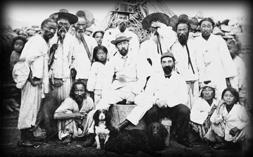 [1890] 거문도-영국의료진 기념촬영