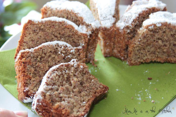 Nusskuchen ohne Mehl, nach Omas Rezept. Glutenfrei, superlecker! Und erstaunlich einfach gemacht! Dabei ist der Kuchen ganz einfach zu Backen, man benötigt nur wenige Zutaten