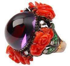 Vamos nos deliciar um pouco com anéis maravilhosos, jóias mais que lindas e originais da francesa Lydia Courteille? Siiiiiiiiim! E para encerrar… Ai, ai… (suspiros) Dia 10 é meu aniversário. Alguém se habilita? rs! Pode ser qualquer um desses…