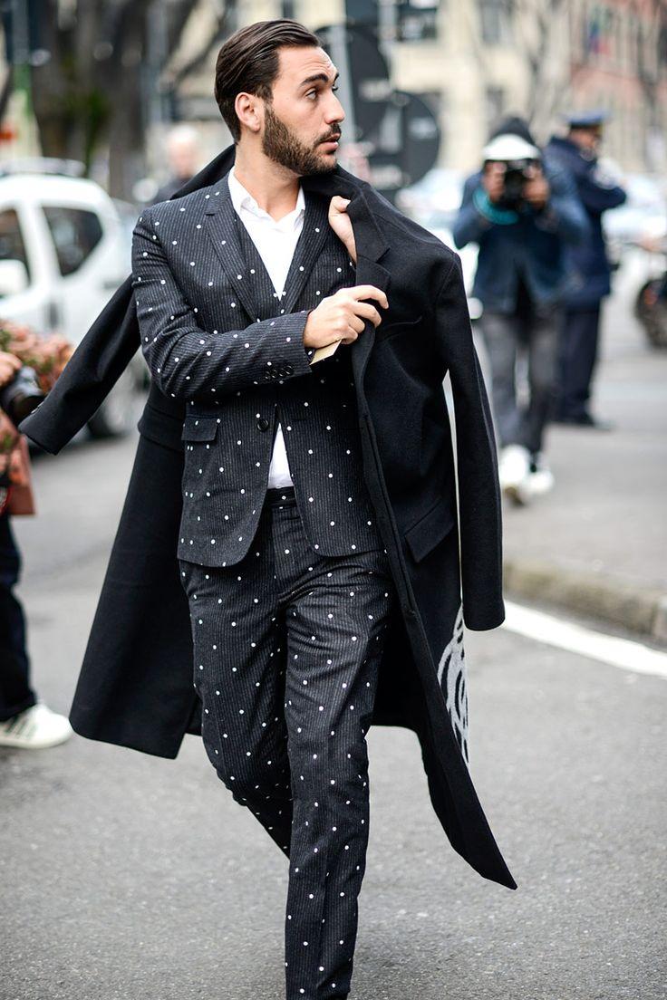 El estilo italiano invade las calles de Milán durante Fashion Week. Todas las fotos de #streetstyle aquí: http://www.gq.com.mx/moda/galerias/street-style-milan-fashion-week-otono-invierno-2015/1828/image/55872