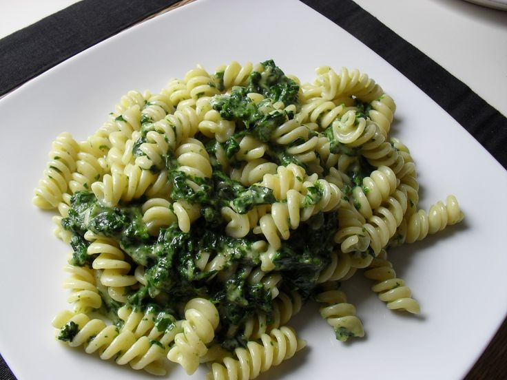 fusilli with spinaches and gorgonzola cheese