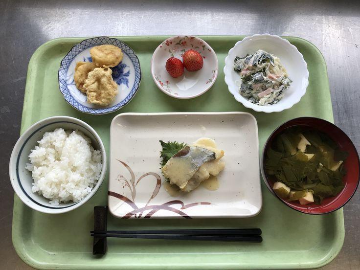 2月22日。白身魚のゆず味噌かけ焼き、さつまいもの天ぷら、春雨サラダ、玉子豆腐のすまし汁、いちごでした!白身魚のゆず味噌かけが特に美味しかったです!628カロリーです